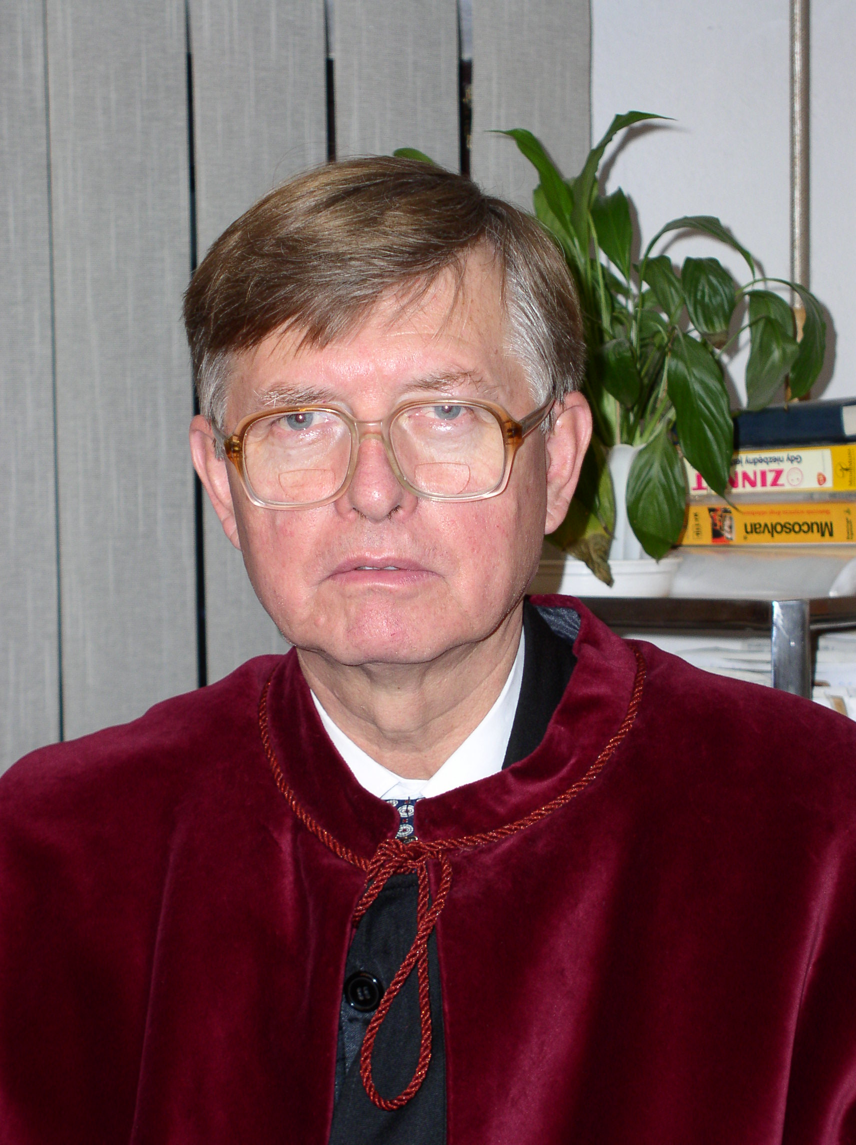 Dr. Tomasz Karski